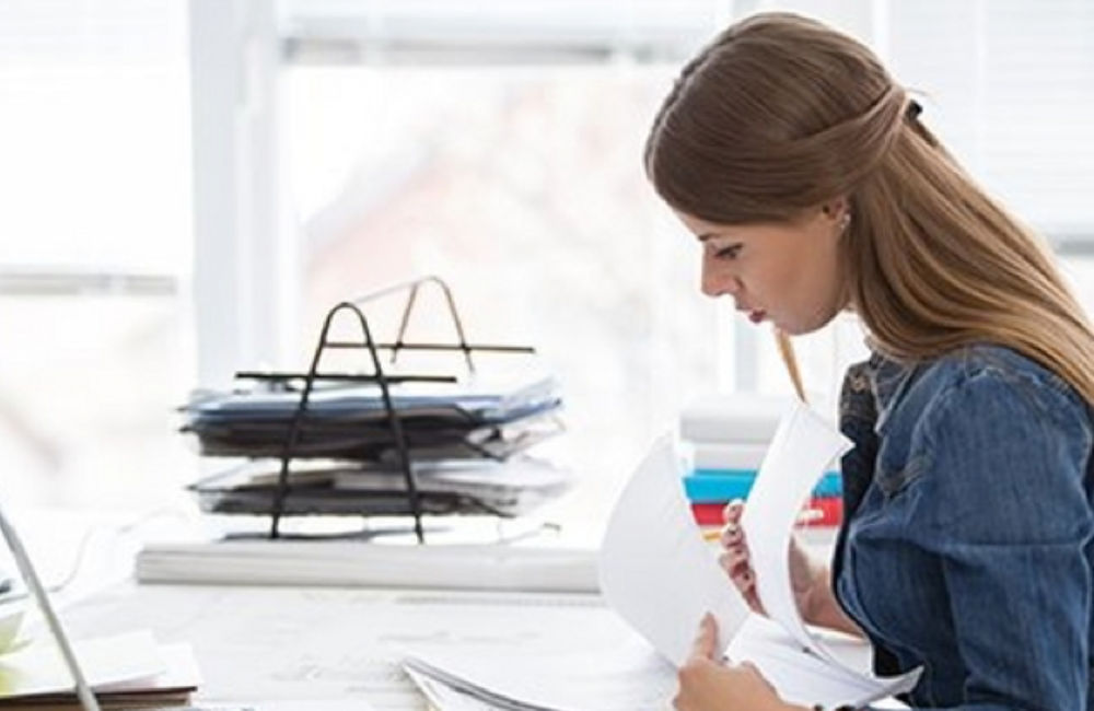 Mujer en home office